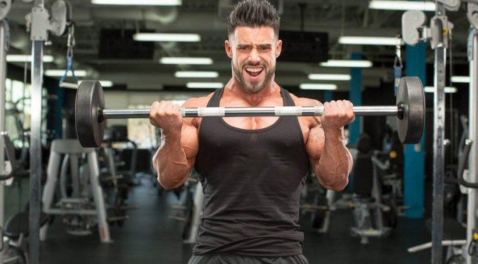 Curl de bíceps con barra recta